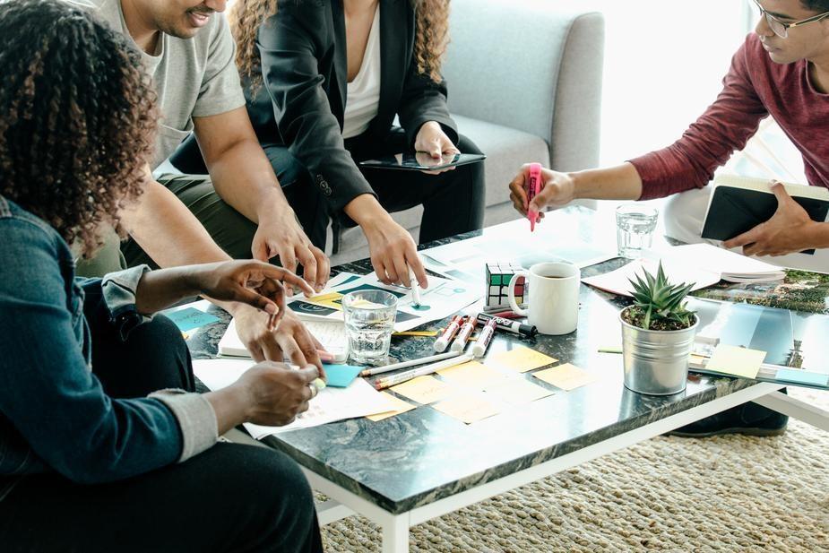 今の業務のやり方を改善し、限られた人材で収益アップを図る